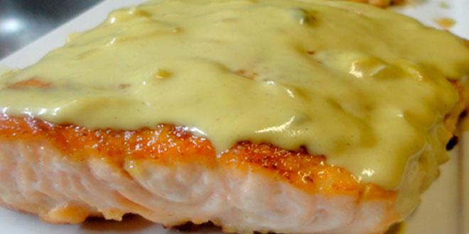 Salmão ao molho de queijo cremoso