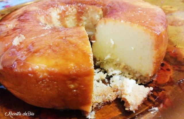 Pudim de coco com leite condensado fica molinho e uma delícia